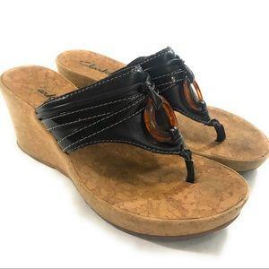 Clarks Womens T-Strap Thong Wedge Sandal, 6 M